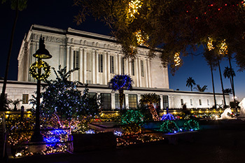 Photo Gallery: Temple Christmas Light Displays Around the World