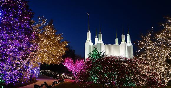 Photo Gallery: Temple Christmas Light Displays Around the World ...