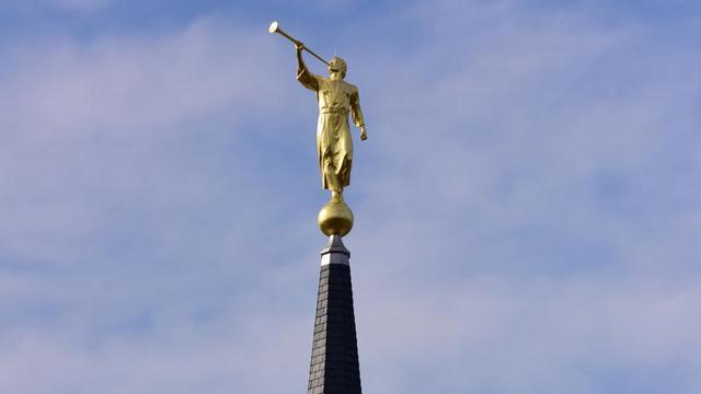 Angel Moroni, Shrouded in Fog, Tops the First Temple in Connecticut (Video)