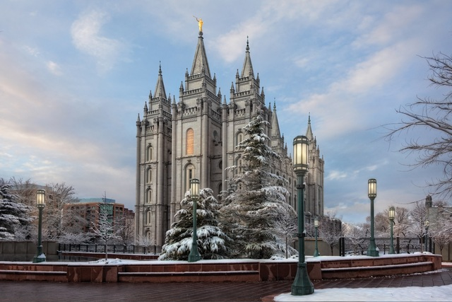 20 Pictures of Temples Looking Like Winter Wonderlands