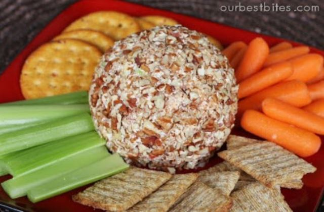 Thanksgiving Recipes: Holiday Cheese Ball