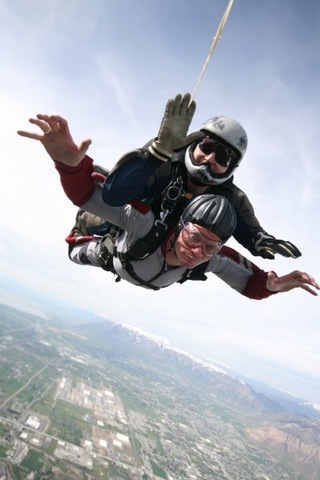 Alan Alderman skydiving after being diagnosed with ALS