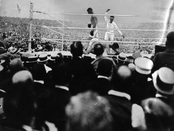 The referee counts out Georges Carpentier (1894-1975) after the knock-out blow from Jack Dempsey in the fourth round of their World Heavyweight title fight at Jersey City on July 2, 1921. (Photo by Hulton Archive/Getty Images)
