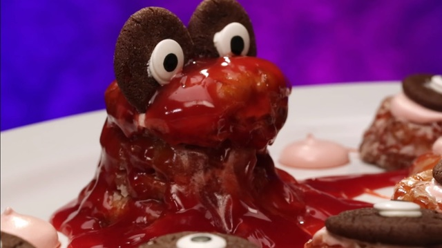 Peter Tidwell's slime monster. Image a screenshot for Food Network's Halloween Baking Championship.