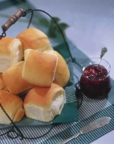 Thanksgiving Recipes: Lion House Dinner Rolls