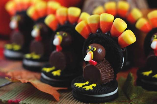 Thanksgiving Oreo Turkeys