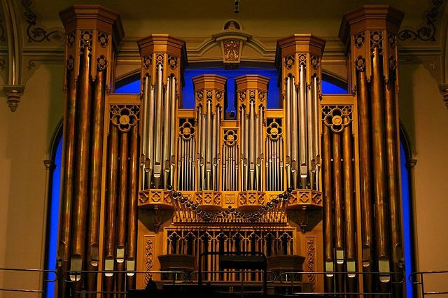 The Assembly Hall's pipe organ